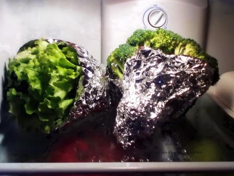 sử dụng giấy bạc bảo quản thức ăn