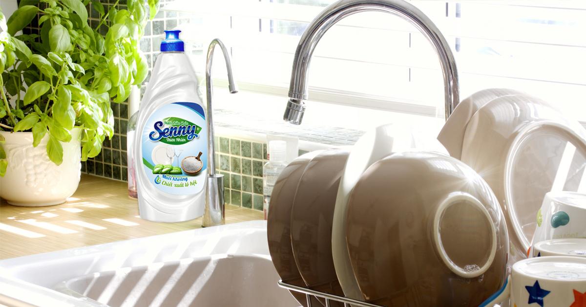 sạch dầu mỡ với nước rửa chén senny